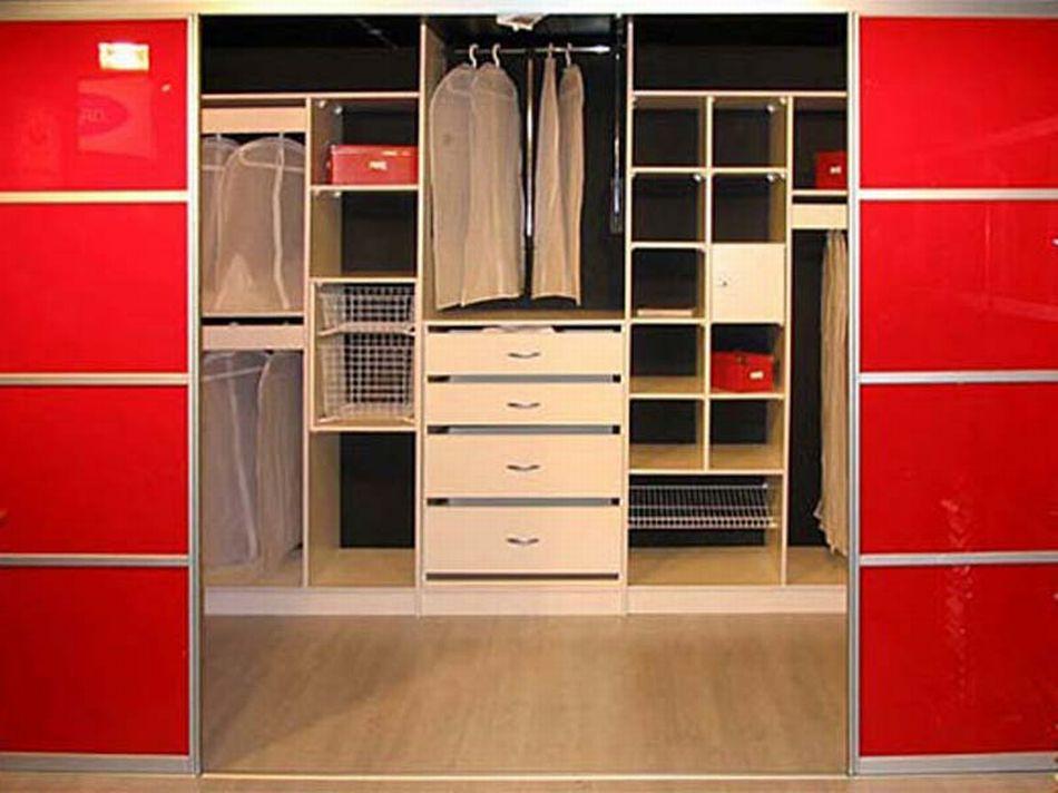 Шкаф встроенный гардероб.