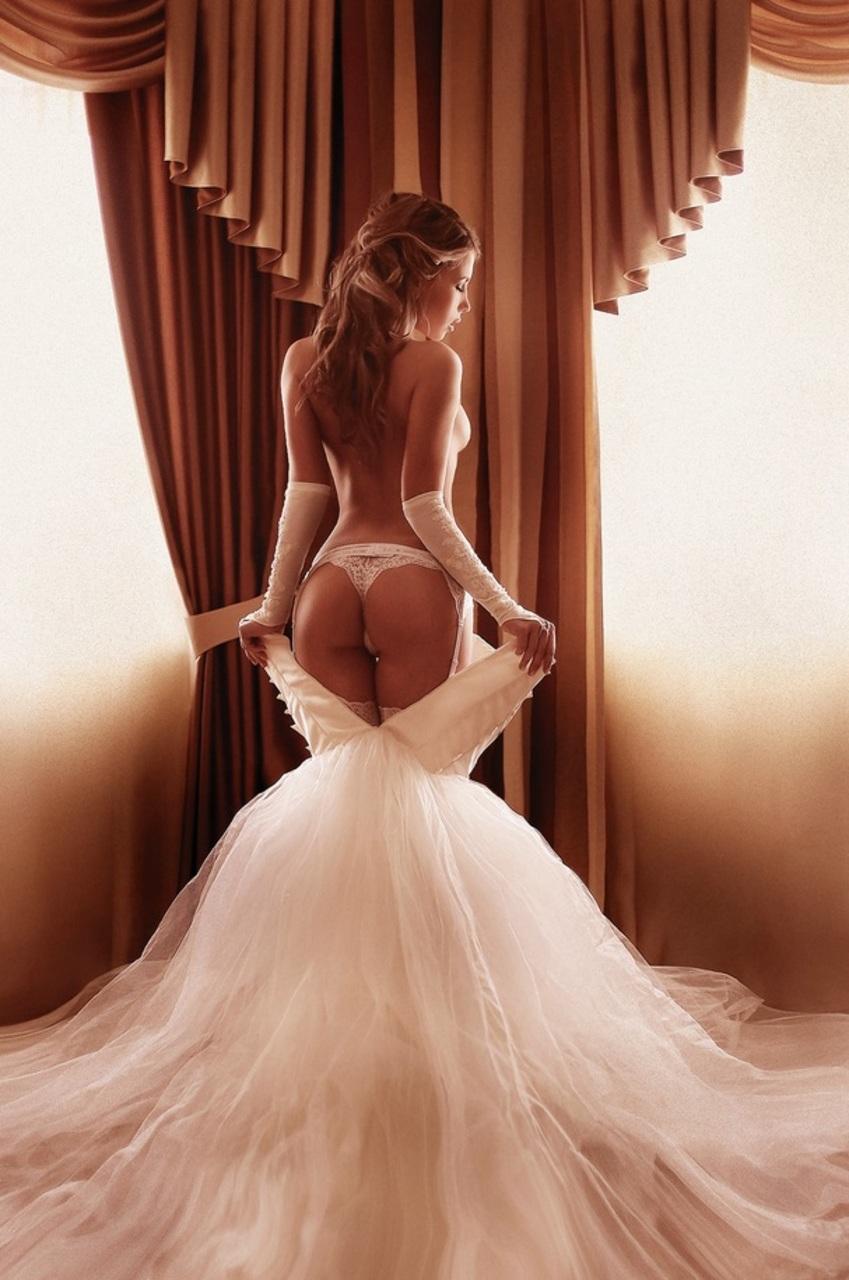 Эротика в шикарных платьях 23 фотография