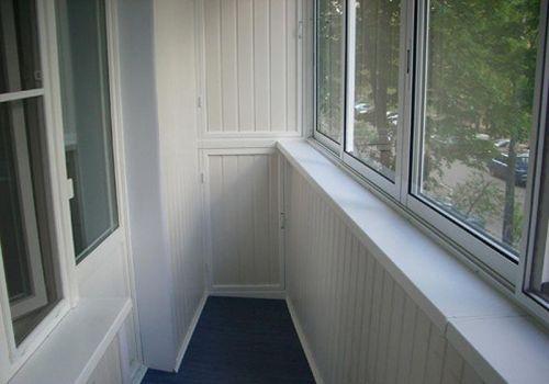 chem-luchshe-obshit-balkon-vnutri